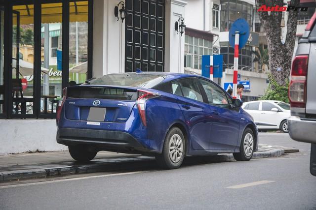 Bắt gặp mẫu xe hybrid bán chạy nhất toàn cầu tại Việt Nam - Ảnh 2.