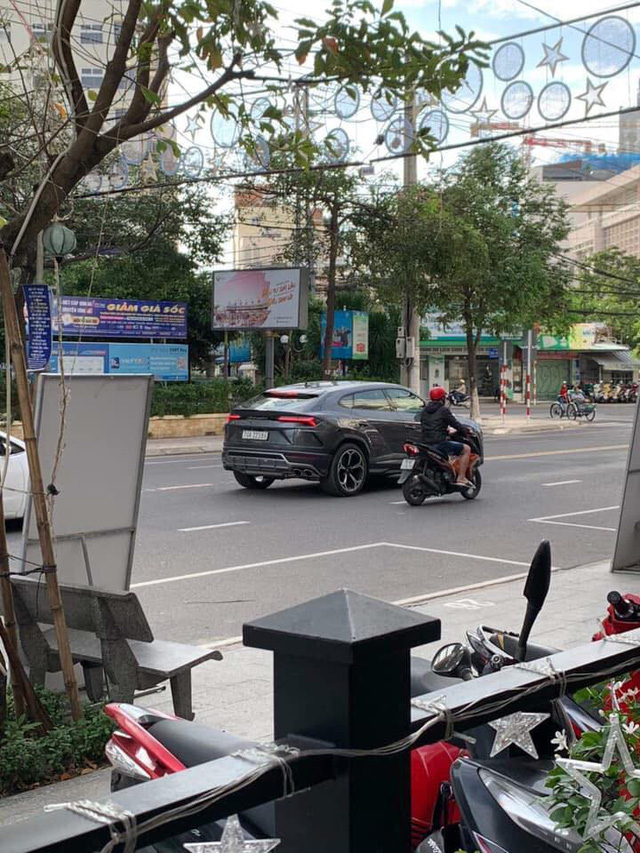 Không kém cạnh Minh nhựa, đại gia Nha Trang cũng ra biển trắng cho Lamborghini Urus - Ảnh 2.