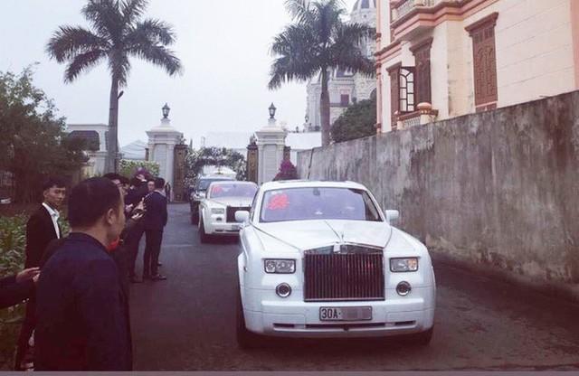 Xôn xao hình ảnh cô dâu vàng đeo trĩu cổ, đám cưới xuất hiện 2 xe siêu sang Rolls-Royce Phantom biển đẹp - Ảnh 6.