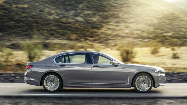 BMW 7-Series chính thức ra mắt - thách thức Mercedes-Benz S-Class - Ảnh 6.