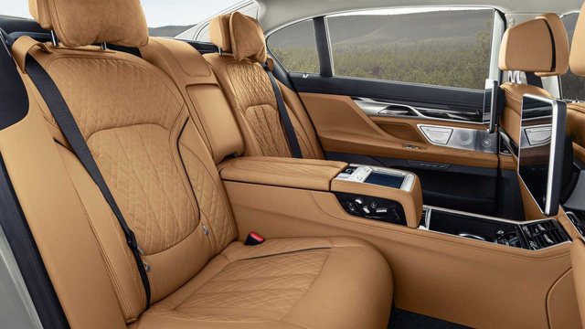 BMW 7-Series chính thức ra mắt - thách thức Mercedes-Benz S-Class - Ảnh 16.