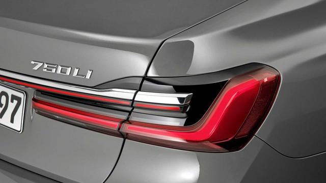 BMW 7-Series chính thức ra mắt - thách thức Mercedes-Benz S-Class - Ảnh 10.