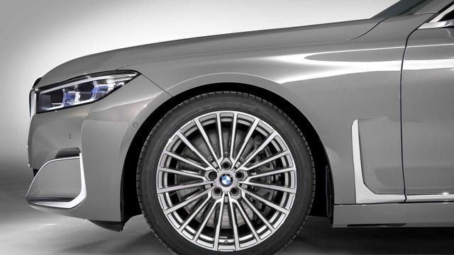 BMW 7-Series chính thức ra mắt - thách thức Mercedes-Benz S-Class - Ảnh 7.