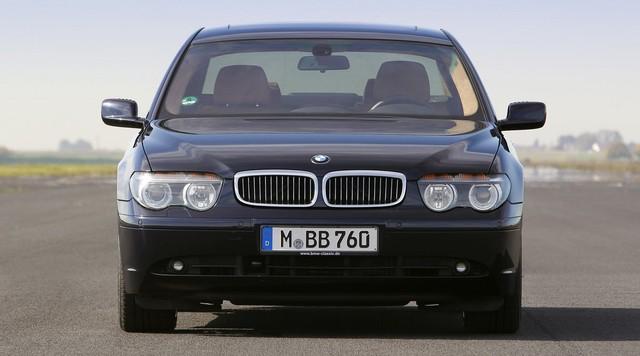 Nhìn lại thay đổi bộ mặt BMW 7-Series qua từng thế hệ: Đèn thu nhỏ còn lỗ mũi lớn dần - Ảnh 7.