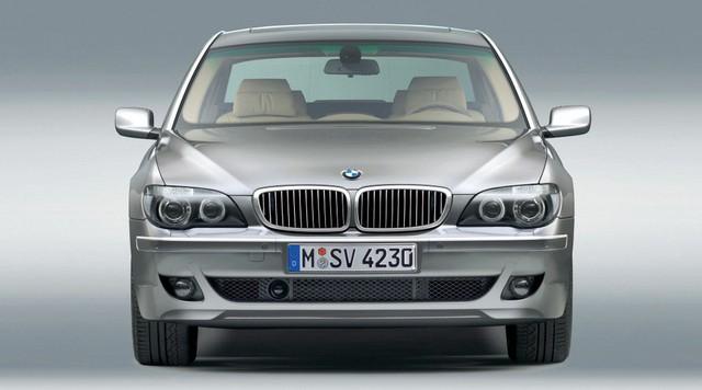 Nhìn lại thay đổi bộ mặt BMW 7-Series qua từng thế hệ: Đèn thu nhỏ còn lỗ mũi lớn dần - Ảnh 8.
