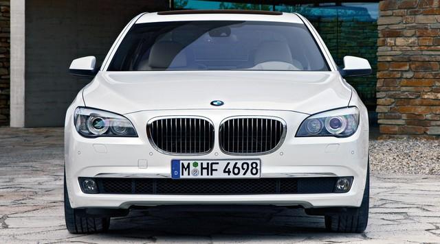 Nhìn lại thay đổi bộ mặt BMW 7-Series qua từng thế hệ: Đèn thu nhỏ còn lỗ mũi lớn dần - Ảnh 9.