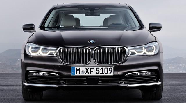 Nhìn lại thay đổi bộ mặt BMW 7-Series qua từng thế hệ: Đèn thu nhỏ còn lỗ mũi lớn dần - Ảnh 11.