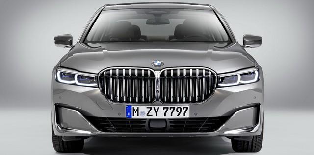 Nhìn lại thay đổi bộ mặt BMW 7-Series qua từng thế hệ: Đèn thu nhỏ còn lỗ mũi lớn dần - Ảnh 12.