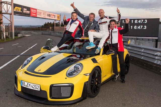 Những điều thú vị về Porsche 911 GT2 RS - xe đua đường phố nhanh nhất Việt Nam giá hơn 20 tỷ đồng - Ảnh 1.