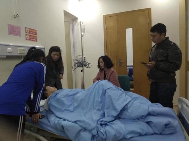 Phóng nhanh tránh Honda Dream, xe taxi Toyota Vios lật ngửa khiến nữ khách hàng nhập viện - Ảnh 4.