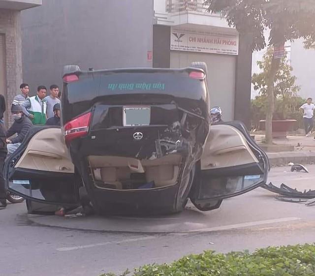 Phóng nhanh tránh Honda Dream, xe taxi Toyota Vios lật ngửa khiến nữ khách hàng nhập viện - Ảnh 3.