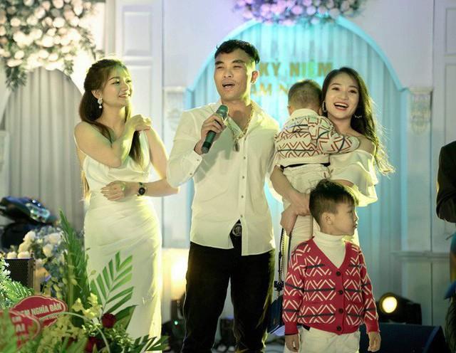 Góc chồng nhà người ta: Tặng vợ cùng bạn bè 3 ô tô Mazda CX-5, Mazda6 và 8 xe ga Honda SH nhân kỉ niệm 6 năm ngày cưới tại Nghệ An - Ảnh 1.