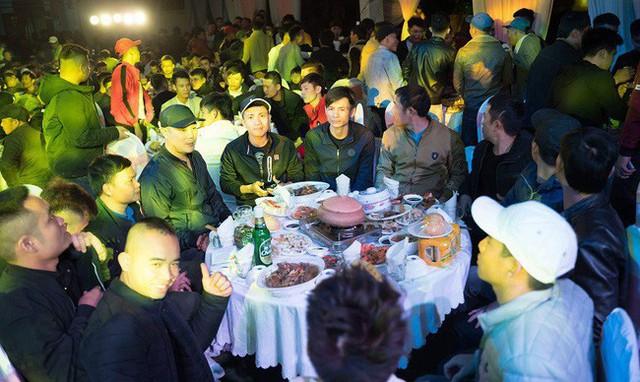 Góc chồng nhà người ta: Tặng vợ cùng bạn bè 3 ô tô Mazda CX-5, Mazda6 và 8 xe ga Honda SH nhân kỉ niệm 6 năm ngày cưới tại Nghệ An - Ảnh 2.
