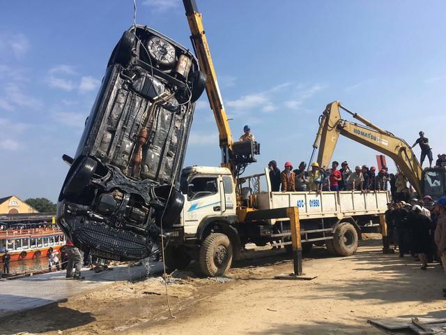 Người đàn ông Hà Nội lao xe Corolla Altis chở 4 người trong gia đình xuống sông khi cãi nhau với vợ - Ảnh 3.