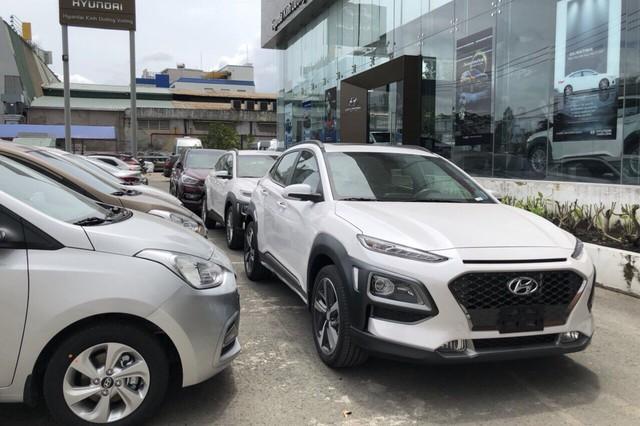 Giá giảm, doanh số Hyundai Santa Fe vẫn sụt mạnh sau tháng sốt hàng trước Tết - Ảnh 2.