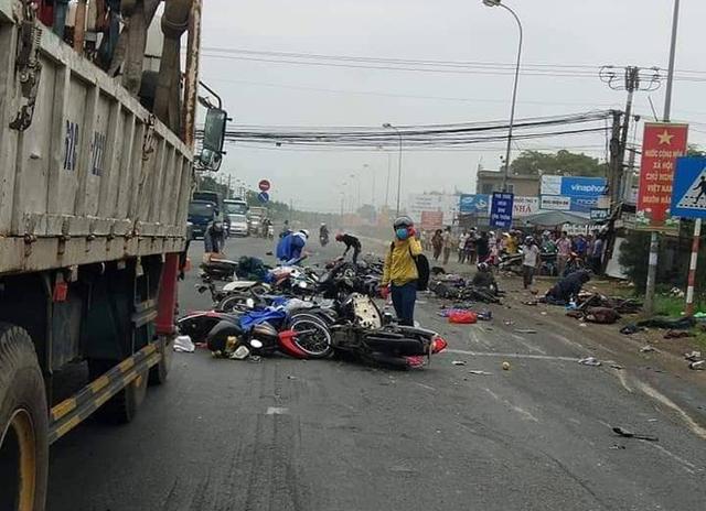 Những vụ xe tải, xe khách tông hàng loạt người và phương tiện dừng chờ đèn đỏ gây ám ảnh nhiều năm qua - Ảnh 1.