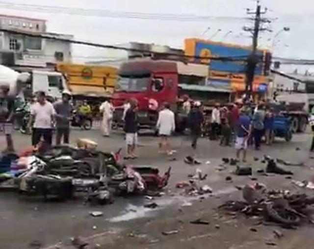 Những vụ xe tải, xe khách tông hàng loạt người và phương tiện dừng chờ đèn đỏ gây ám ảnh nhiều năm qua - Ảnh 2.