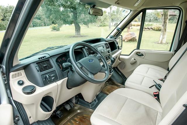 Ford Transit 2019 giảm giá, tăng thời gian bảo hành, cạnh tranh Hyundai Solati - Ảnh 2.