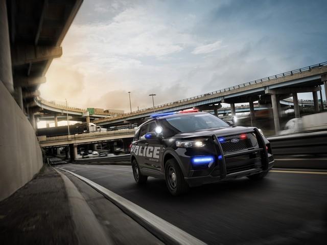 Ford Explorer thế hệ mới được hé lộ qua xe cảnh sát Mỹ - Ảnh 3.