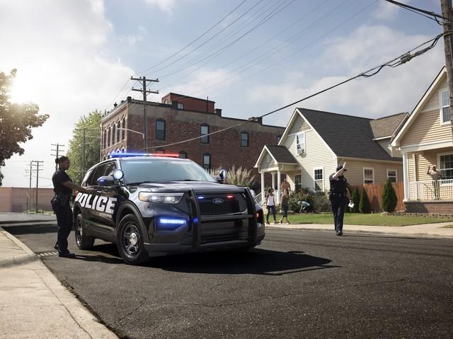 Ford Explorer thế hệ mới được hé lộ qua xe cảnh sát Mỹ - Ảnh 1.