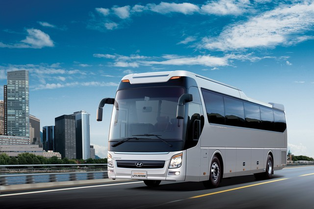 Xe khách Hyundai Universe ra mắt phiên bản mới tại Việt Nam - Ảnh 1.