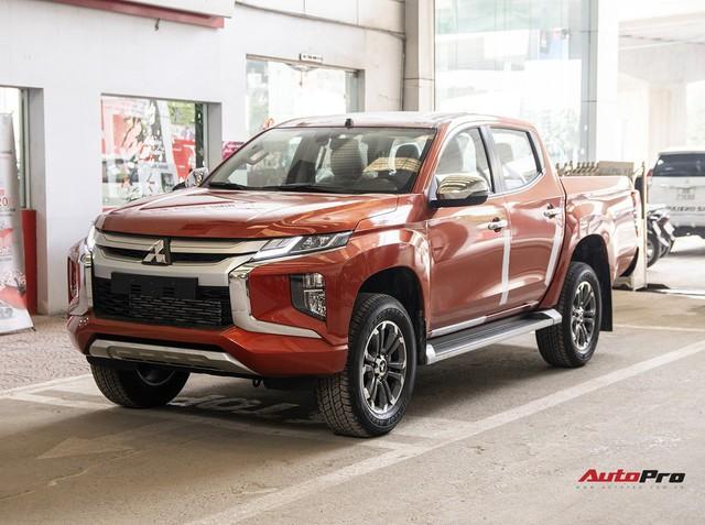 So sánh Mitsubishi Triton 2019 và đời cũ: Tăng giá gần 50 triệu đồng liệu có xứng đáng? - Ảnh 1.