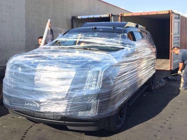 Chuyên cơ mặt đất Cadillac Escalade độ Lexani hàng độc, gắn TV 48 inch lên đường về Việt Nam - Ảnh 2.