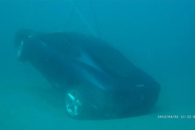 Ferrari 360 lao xuống biển, được giải cứu thành công nhưng khó tránh khỏi số phận hẩm hiu - Ảnh 3.