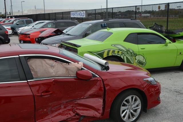 4 cậu nhóc đột nhập vào đại lý siêu xe chơi xe đụng, thiệt hại gần 1 triệu USD - Ảnh 1.