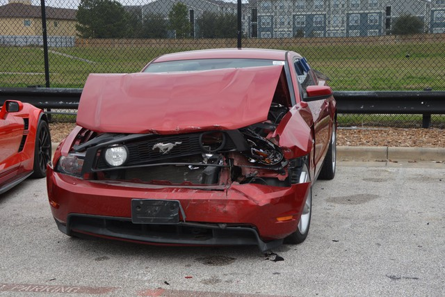 4 cậu nhóc đột nhập vào đại lý siêu xe chơi xe đụng, thiệt hại gần 1 triệu USD - Ảnh 2.