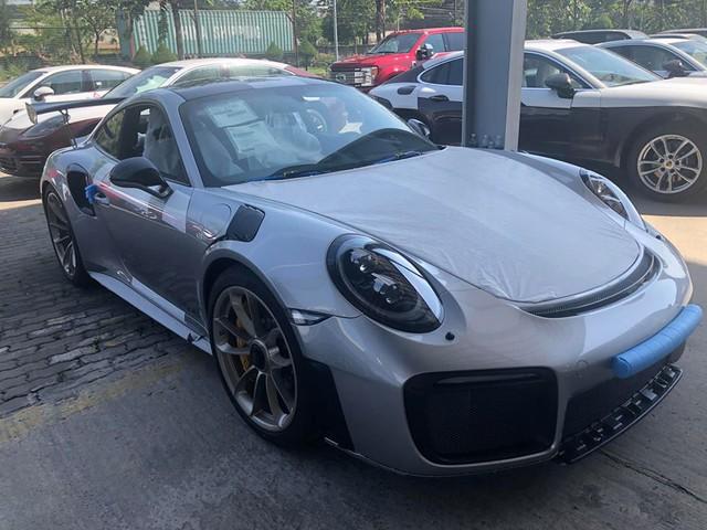 Siêu xe mạnh nhất của dòng Porsche 911 chính thức cập bến Việt Nam - Ảnh 2.