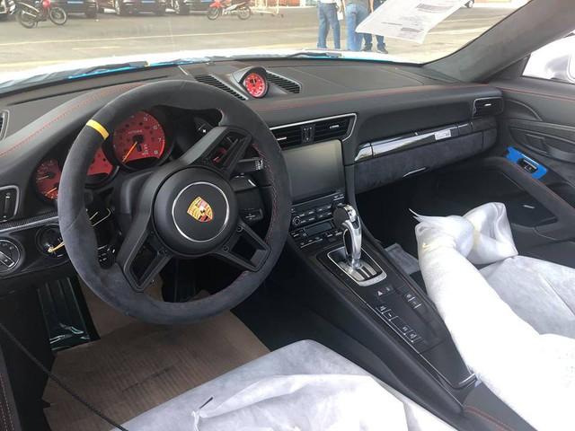 Siêu xe mạnh nhất của dòng Porsche 911 chính thức cập bến Việt Nam - Ảnh 6.
