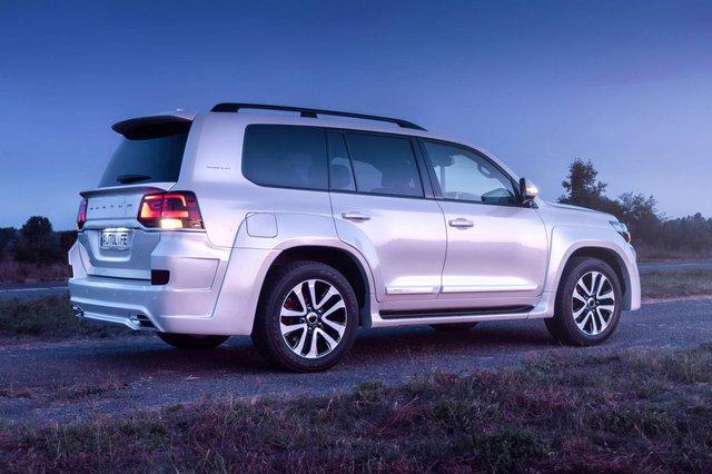 Toyota Land Cruiser độ xuất sắc: Dùng ghế BMW 7-Series, nội thất ngang chuẩn Lexus - Ảnh 1.