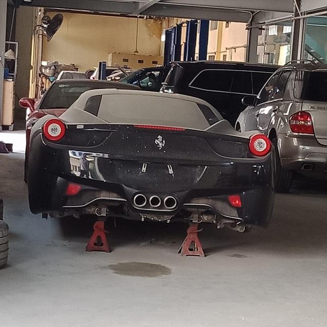 Xót xa bộ đôi Lamborghini Murcielago và Ferrari 458 Italia phủ bụi tại Hà Nội - Ảnh 3.