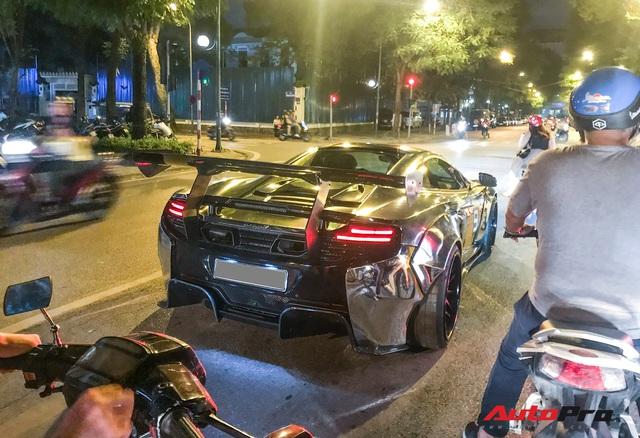Đại gia Dương Kon chở con đi dạo phố Hà Nội bằng siêu xe McLaren 650S Spider Liberty Walk độc nhất Việt Nam - Ảnh 6.