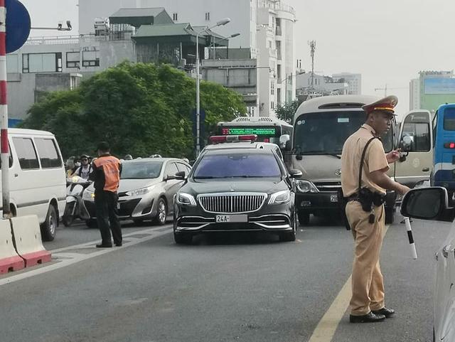 Mercedes-Maybach S 650 hàng hiếm của đại gia Lào Cai gặp nạn tại Hà Nội - Ảnh 2.