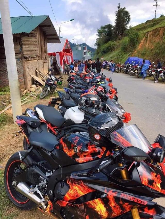 Dân chơi Lào Cai mặc trang phục dân tộc, cưỡi mô tô phân khối lớn đi đám cưới - Ảnh 2.