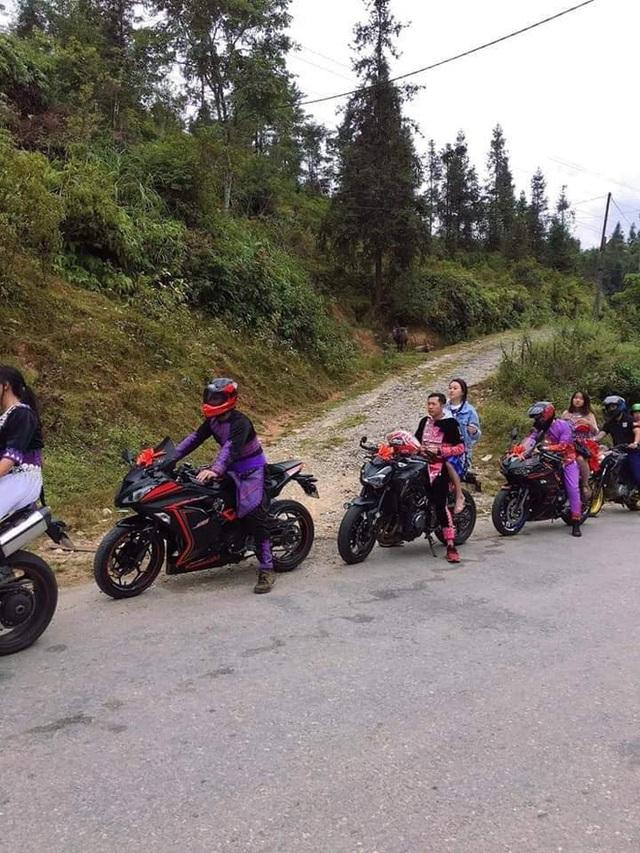 Dân chơi Lào Cai mặc trang phục dân tộc, cưỡi mô tô phân khối lớn đi đám cưới - Ảnh 3.