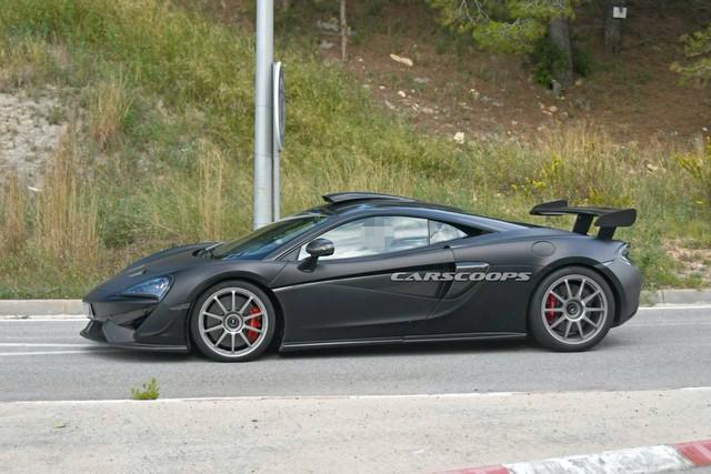 Lộ thêm ảnh không che chắn của siêu xe McLaren 620R hoàn toàn mới: Đẹp miễn chê - Ảnh 1.