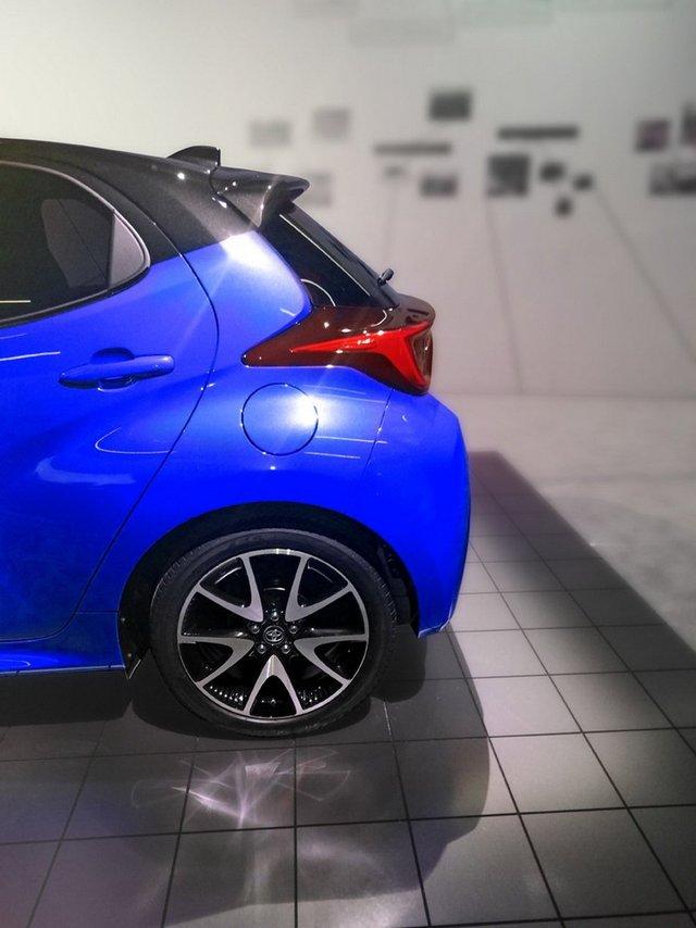 Toyota Yaris mới bất ngờ lộ ảnh: Mới nhìn tưởng C-HR thu nhỏ - Ảnh 3.