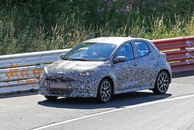 Toyota Yaris mới bất ngờ lộ ảnh: Mới nhìn tưởng C-HR thu nhỏ - Ảnh 4.