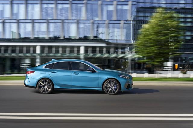 Ra mắt BMW 2-Series Gran Coupe: Cấu mỗi xe BMW một ít để cạnh tranh Mercedes-Benz CLA - Ảnh 4.