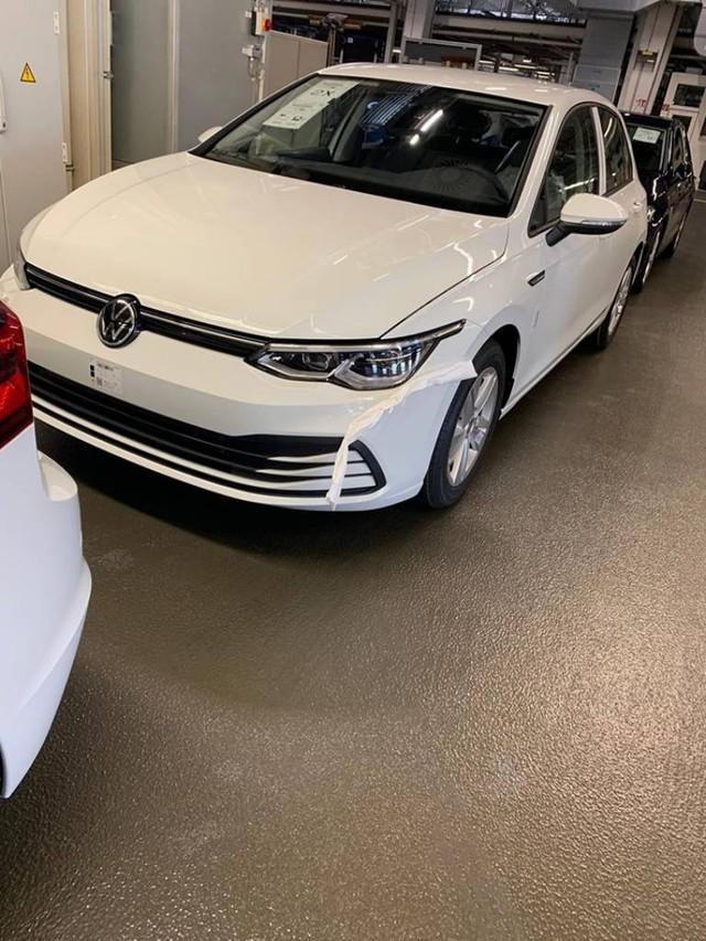 Xe bán chạy nhì thế giới Volkswagen Golf lộ nội, ngoại thất đời mới gây nhiều tranh cãi - Ảnh 1.