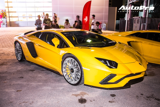 Dàn siêu xe, xe thể thao 100 tỷ của đại gia Việt tới dự lễ khai trương showroom Ferrari - Ảnh 9.