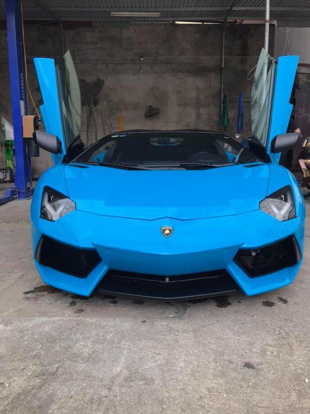 Chi voi 1 chi tiet nho lai lich chiec Lamborghini Aventador Roadster xanh dang gay chu y duoc he lo