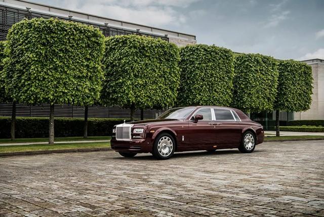Đại gia Việt độ Rolls-Royce phong cách lạ: Phantom Hoà bình Vinh quang độc nhất gắn logo hổ mạ vàng - Ảnh 4.