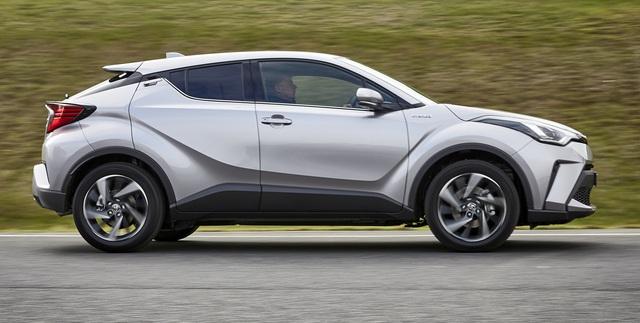 Toyota bất ngờ nâng cấp C-HR - mẫu crossover hạng B đấu Hyundai Kona và Mazda CX-3 - Ảnh 1.