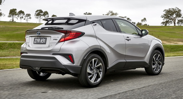 Toyota bất ngờ nâng cấp C-HR - mẫu crossover hạng B đấu Hyundai Kona và Mazda CX-3 - Ảnh 2.