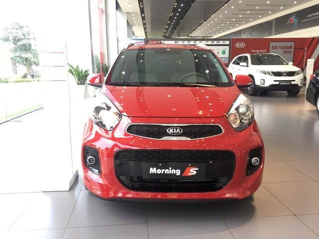 Giá xe ô tô giảm trên diện rộng, khách hàng mua ngay hay chờ giảm tiếp? - Ảnh 2.