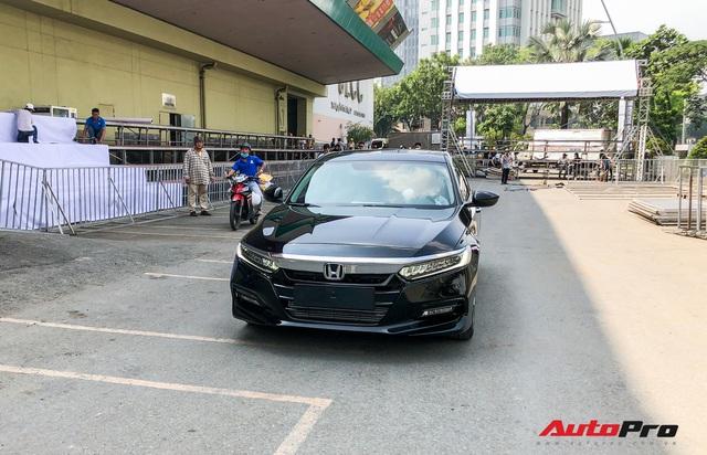 Honda Accord 2019 lăn bánh vào triển lãm, sẵn sàng ra mắt khách Việt với giá khoảng 1,2 tỷ đồng - Ảnh 1.